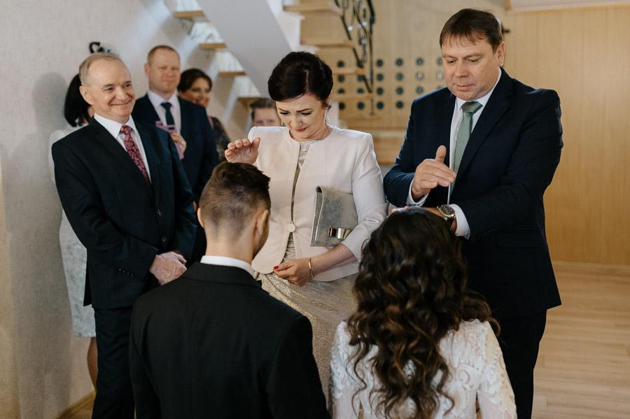 Błogosławieństwo ślubne - Fotograf ślubny podpowiada